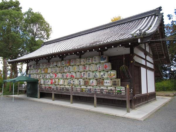 松尾大社の酒樽の山