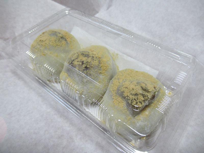 容器に入った栗餅3個