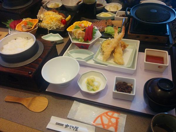 お刺身と天ぷらのセットご飯