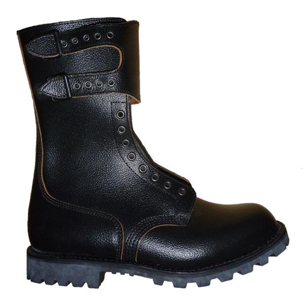 黒いブーツ