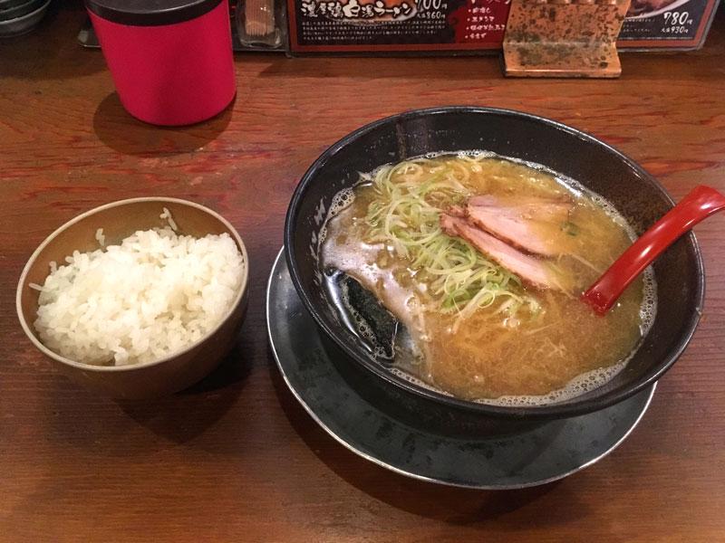 スープ食道宝の煮干しラーメンとごはん
