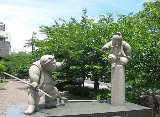 牛若丸と弁慶の石像