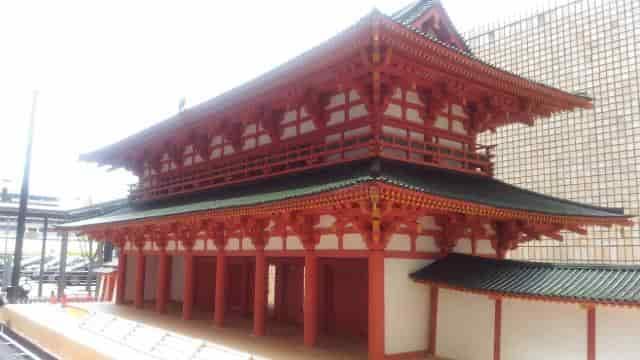 羅城門の復元模型(右斜めより撮影)